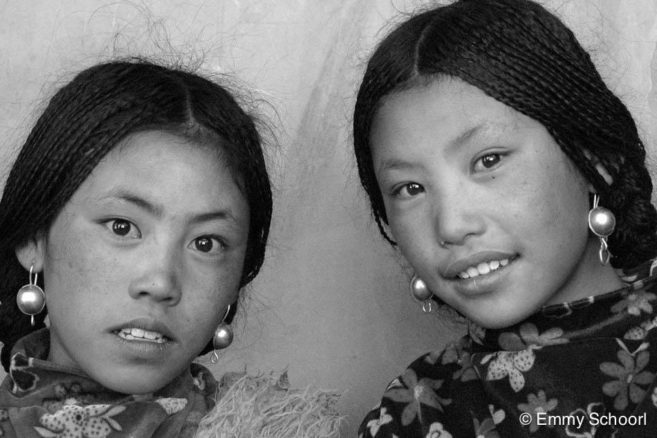 02a-Lhasa-nomad-girls-1.jpg