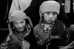 02c-Lhasa-pilgrim-girls